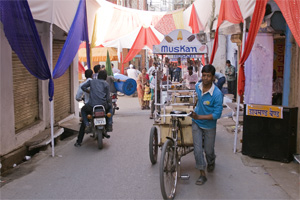 busy udaipur street