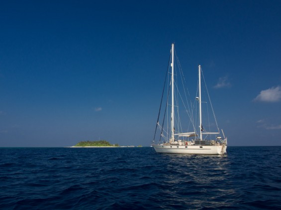 Esper at anchor in Makunudhoo