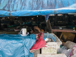 Looking for nits in the market in Satun, Thailand