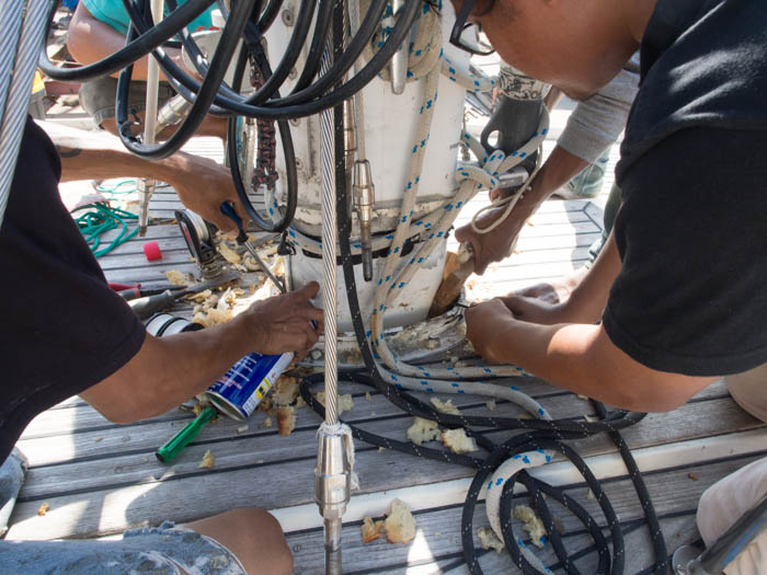 Removing the rubber wedges in the main mast