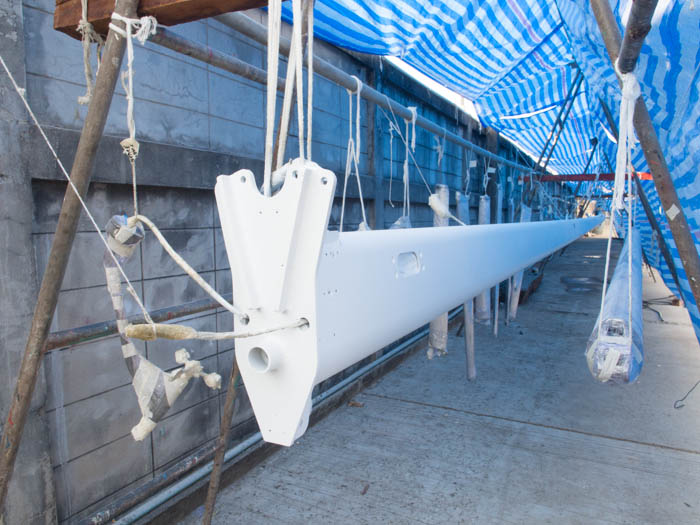 Main mast with white undercoat
