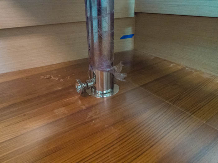 Stainless pedestal for the saloon coffee table