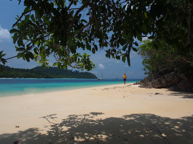 tropical-beach-thailand-sailboat-followtheboat-esper